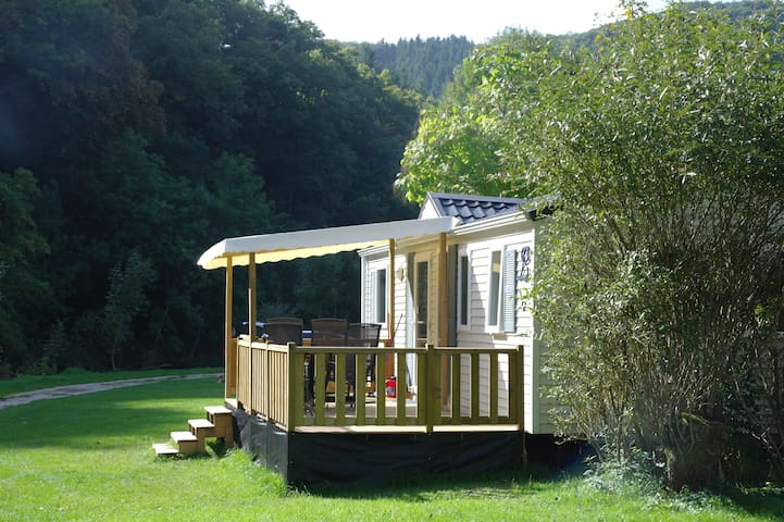 2/4 pers. Chalet op camping gelegen aan rivier Our - Eisenbach - Chalet