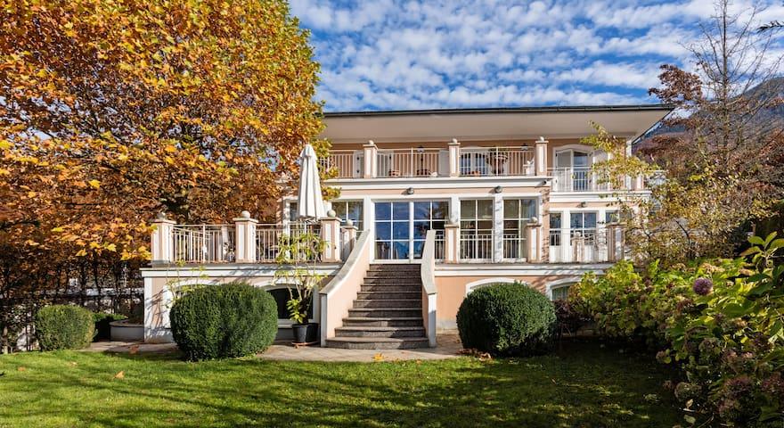 Villa mit Traumausblick in der Stadt Salzburg - Salzburg - Huvila
