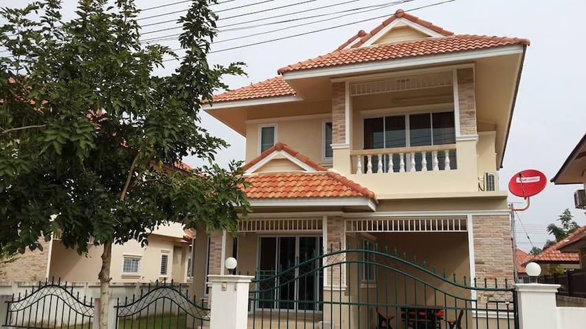 2 storey house in secure village near Chiang Mai - Tambon San Na Meng