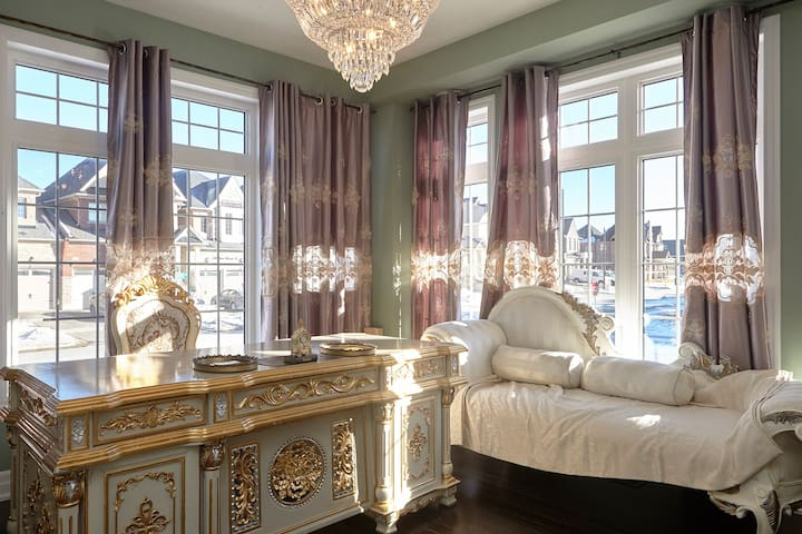 Large Gorgeous Rococo room - King City - Casa