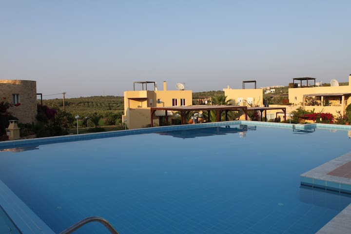 HUGE SWIMMING POOL in LUXURIOUS residence - Loutra - Appartement