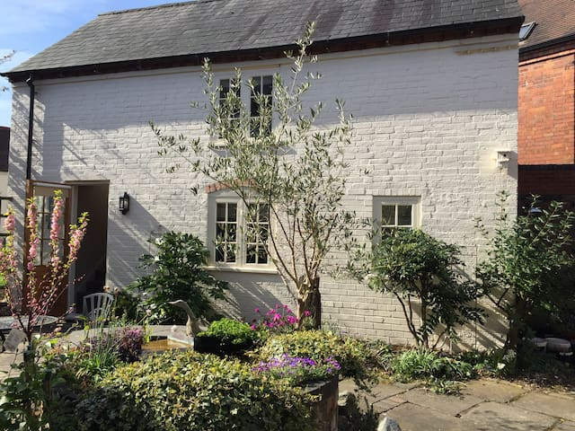 Courtyard Cottage close to NEC - Balsall Common - Ev