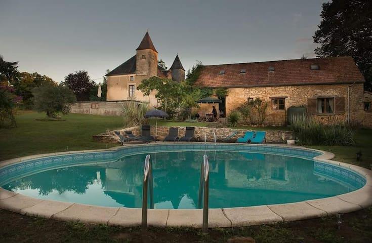 Daisy Gite, Chateau Des Etoiles - Gourdon - Lägenhet