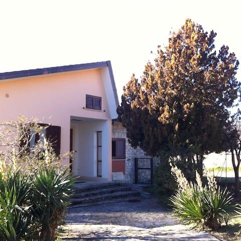 Casa con ampio  giardino - Paganica  - Talo