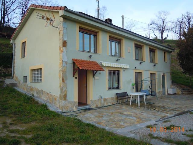 Casa Rural en el centro de Asturias - Langreo - Bed & Breakfast