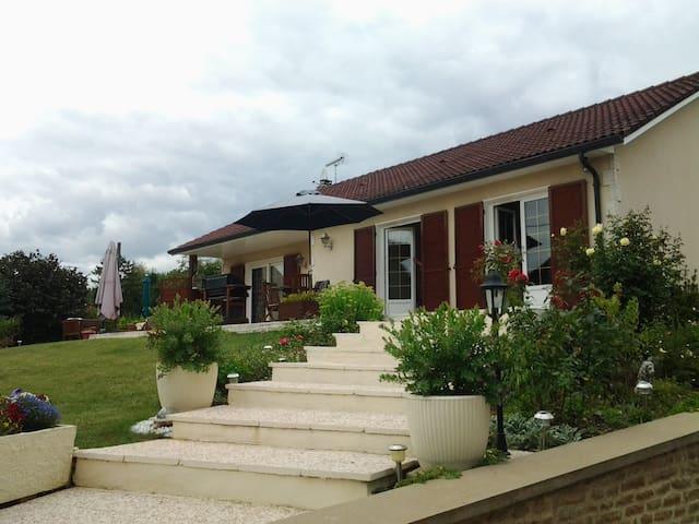 Chambre privée dans belle maison proche Dijon - Fénay - Hus