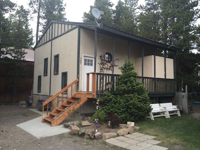 Aspen Lodge, private, beautiful & fully furnished - West Yellowstone