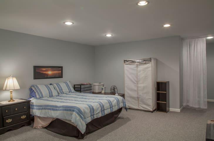 Newly Remodeled Basement Bedroom - Nottingham - Sorház