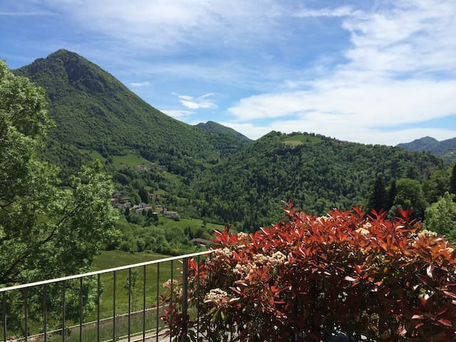 Luxury 3 bedroom apartment near Bergamo - skiing - Cornalba - Leilighet