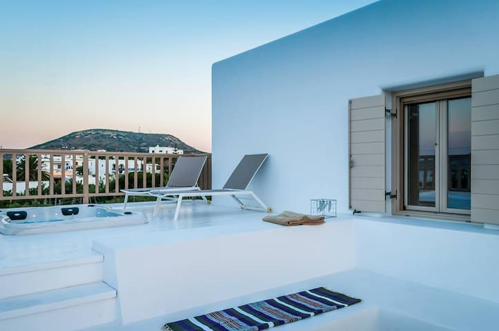 Sea view Luxury Suite with outdoor hot tub - Pollonia - Lägenhet