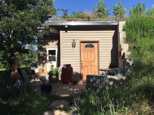 Earth Bermed Farm House - Norman - Casa
