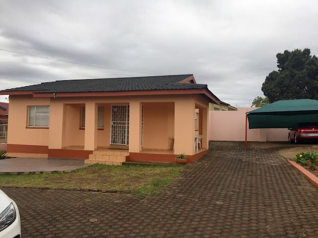 A standalone two bedroom cottage - Manzini, Swaziland - Дом