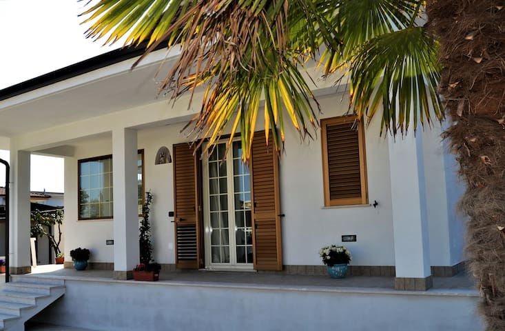Holiday Formia Guesthouse - Formia - Bed & Breakfast