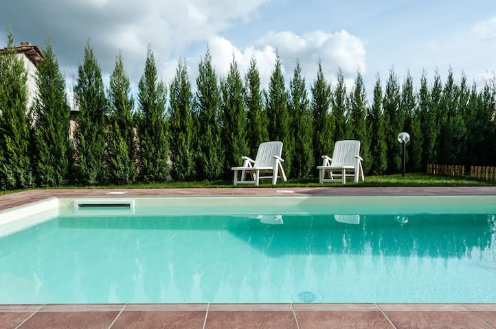 Holiday House with pool and garden on Stibbio hill - Stibbio - Casa