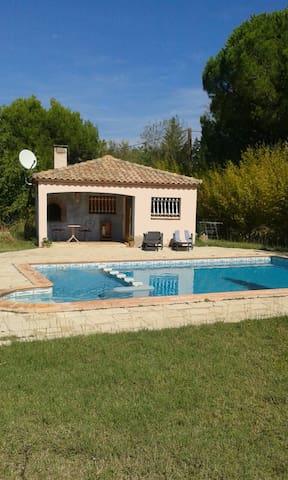 Studio-maisonnette avec piscine - Beauvoisin - 一軒家