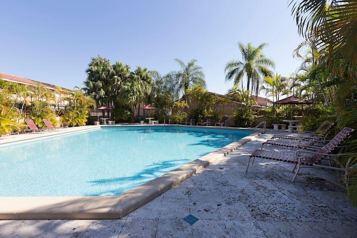 Private Room,Bathroom,Pool,Parking,Wifi - Miami - Maison de ville