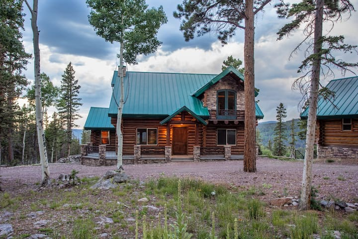 Luxurious Beaver Mountain Cabin Home &Guest House - Beaver - Stuga