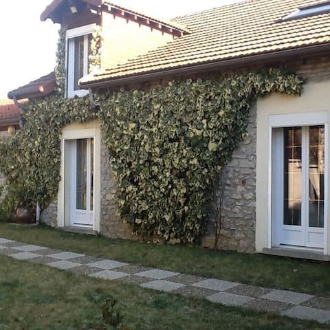 3 chambres à louer dans une grande maison - Aubigny-en-Laonnois - Casa