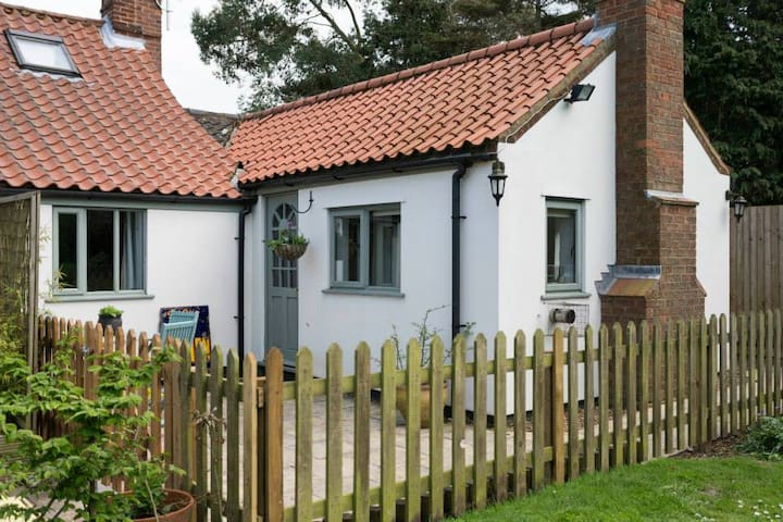 Lilac Tree Cottage - Spacious Annexe - Cawston - Дом