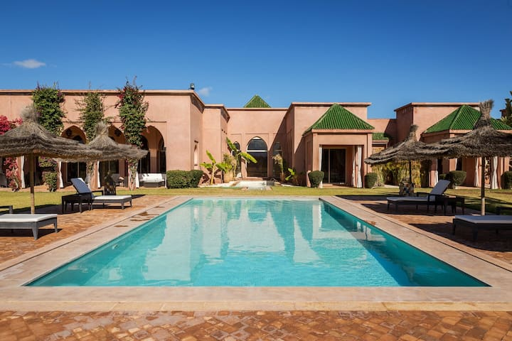 Luxurious traditional villa in private estate - Marrakesh