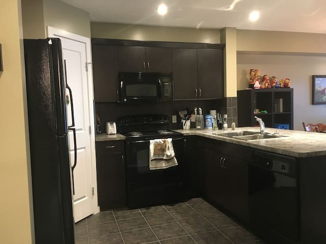 1 Bdr apt less than 15 mins from Calgary airport! - Airdrie - Daire