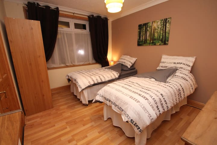 Big double room close to stansted - Braintree - 단독주택