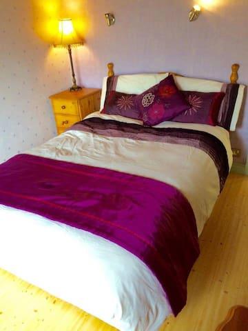 Clean, Cozy & Comfy Double Bed With Breakfast - Sligo - Hus