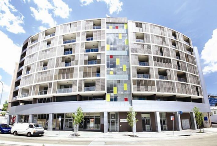Cozy Comfortable Private Room - Duplex Apartment - Ashfield - Departamento