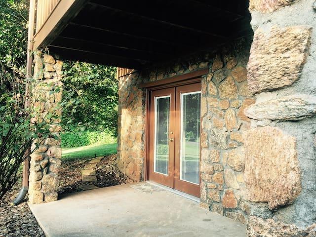 Paddock View - One Bedroom Apartment w/ Kitchen - Lynchburg - Casa