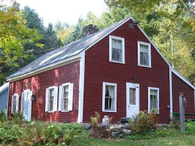 Vermont Mountain Farmhouse with great views - Pittsfield - Casa