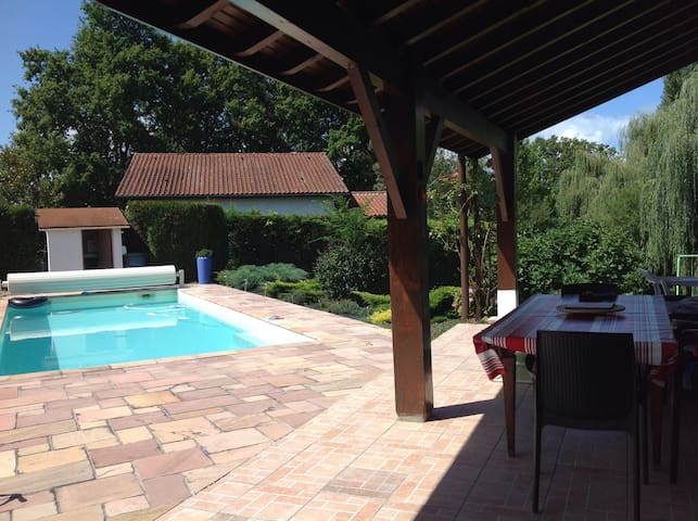 Grande maison basque jardin piscine - Urcuit - Hus