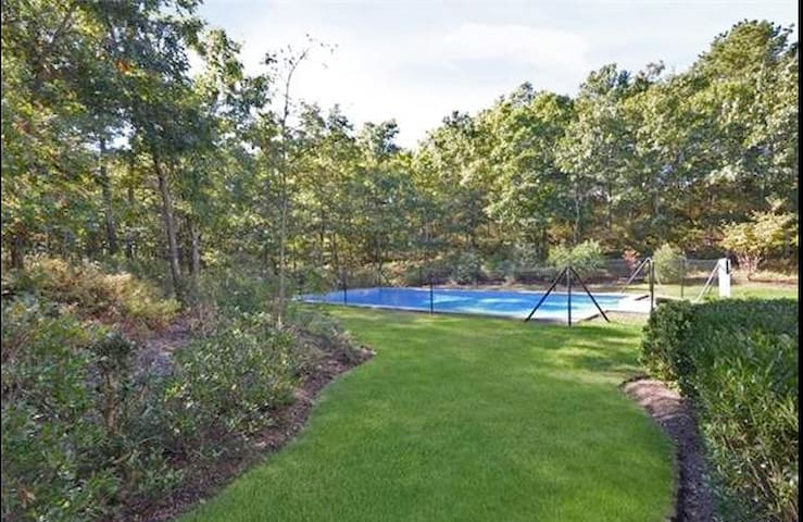 Perfect Hamptons Escape with Pool. West of Canal - East Quogue - บ้าน