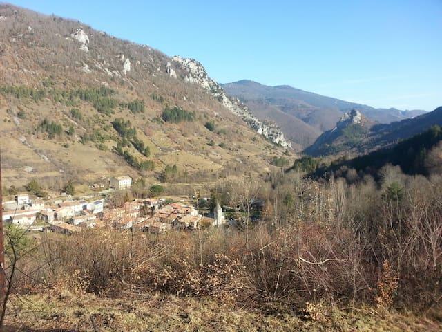 Maison de village en pays Cathare - Joucou - Huis