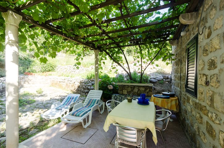 Olive Mill - Two Bedroom Holiday Home with Terrace - Plat