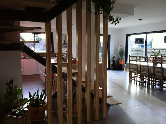 Maison proche rivière d'Ain-10 pers - Saint-Jean-de-Niost - Huis