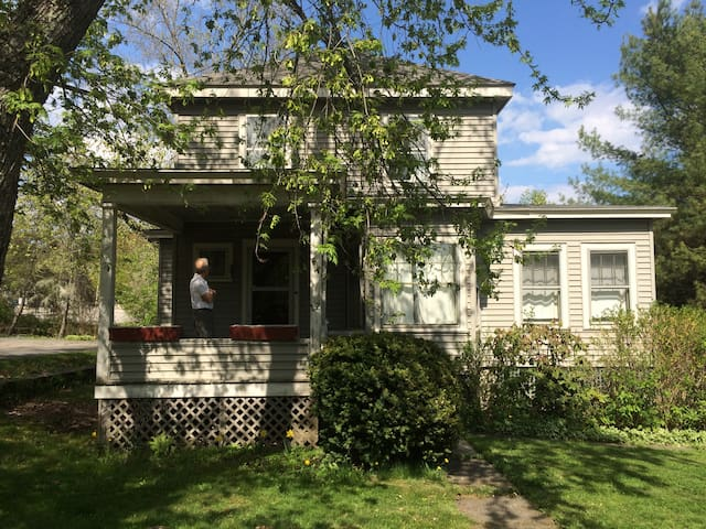 In-town, cheery, sunny, Prairie Box house blt 1900 - Damariscotta - Huis