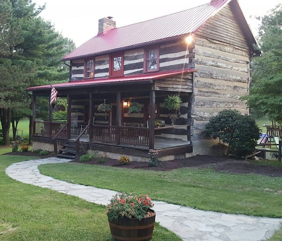 Rustic Log Home Away From Home - Latrobe - Talo