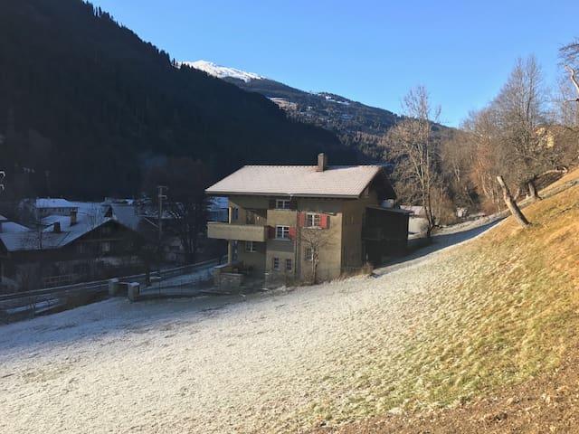 Idyllic 3-rooms apartment near Klosters (flat B) - Küblis - Huoneisto