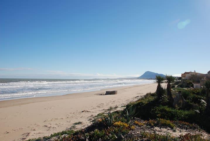 Casa Pilar. El lujo de estar a pie de playa - Denia - Adosado