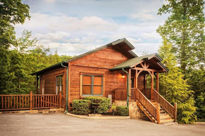 Luxury 1 Bedroom 2 Story Cabin in Gatlinburg Falls - Gatlinburg - Houten huisje
