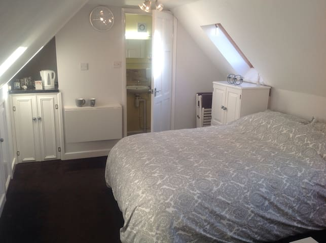Studio Flat - on Cotswold Way - King's Stanley - Appartement