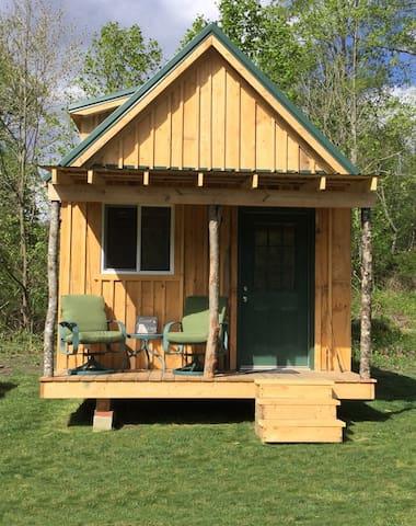 Pine Loft Cabin w/Mountain  Views - Newland