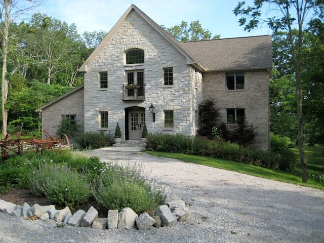 A Hidden Valley b & b, 3 BR Family Suite - Oxford - Bed & Breakfast