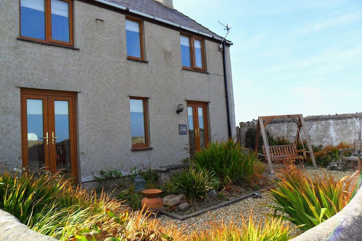 Beacon Cottage in Cemaes Bay - Cemaes Bay