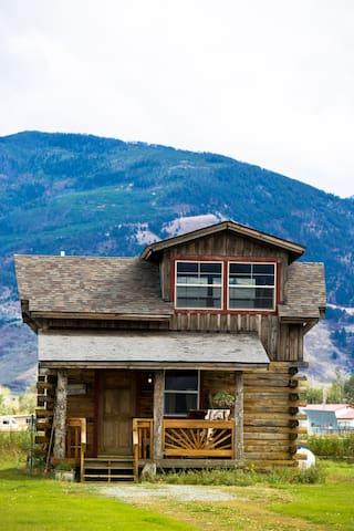 Lost Antler Cabin in Paradise - Pray - Houten huisje