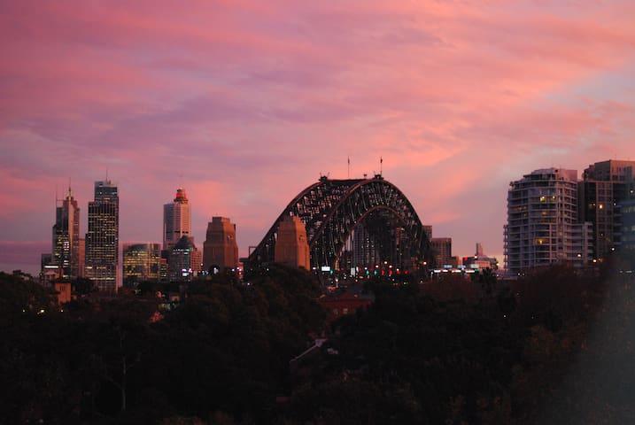 Lovely studio with Sydney Harbour Bridge views! - North Sydney - Pis