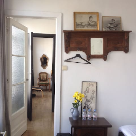 Cozy vintage room for 2 in center - Anvers - Bed & Breakfast
