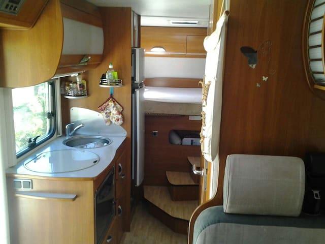 Insolite,une nuit en camping- car - Sigoyer - Bobil