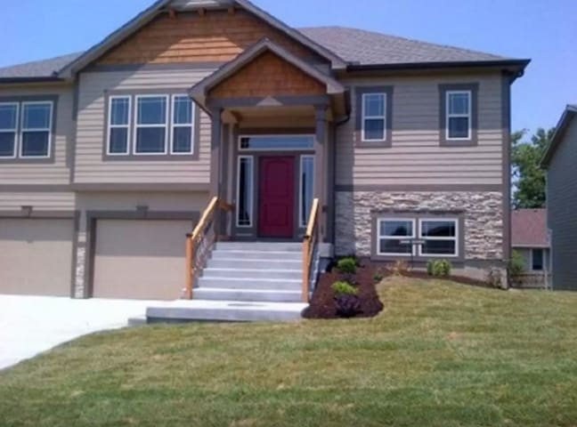 New House in Lawrence for Travelers - Lawrence - Hus