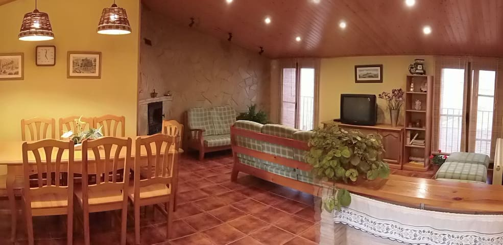 Casa de pueblo cómoda y acogedora. - La Guàrdia dels Prats - Ev